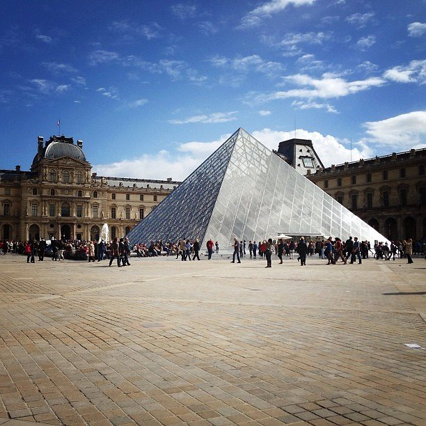 Pyramide du louvre paris louvre herv bois - Pyramide du louvre inauguration ...